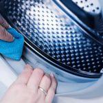 Come pulire la lavatrice e liberarci dai cattivi odori del bucato