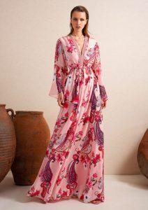 Kimono lungo, i migliori outfit da sfoggiare con questo capo