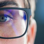 Occhiali anti luce blu:  come proteggersi dai dispositivi tecnologici